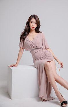 Color-blocked V-neck Slim Belted Slit Dress Korea Fashion, Asian Fashion, Girl Fashion, Fashion Outfits, Womens Fashion, Korean Beauty, Asian Beauty, Cute Skirt Outfits, Good Looking Women