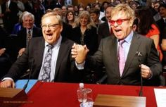Pastor Rick Warren And Elton John Hold Hands In Congress, Joke About Kissing Each Other