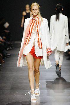Ann Demeulemeester Spring 2008 Ready-to-Wear Fashion Show - Caroline Trentini (Elite)