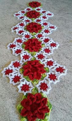 Get 62 crochet table runner patterns for free. Get multiple color and pattern options. Crochet Home, Love Crochet, Crochet Motif, Irish Crochet, Crochet Crafts, Crochet Doilies, Crochet Flowers, Crochet Projects, Crochet Table Runner Pattern