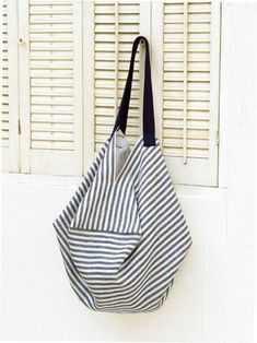 Easy to do! How to make striped bags for summer (bag) Japanese Knot Bag, Japanese Sewing, Japanese Bags, Origami Bag, Origami Folding, Fabric Stamping, Striped Bags, Pencil Bags, Craft Bags