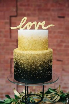 Editor's Picks: Brilliant Yellow Wedding Ideas Full of Cheer - yellow wedding cake idea; Ampersand Wedding Photography