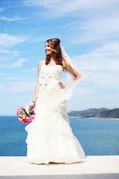 Colorful Sayulita wedding: http://www.stylemepretty.com/destination-weddings/2014/07/02/colorful-sayulita-wedding/ | Photography: http://www.dekkerphotography.com.au/