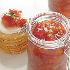 Tomato-Peach Preserves Pair these preserves with goat cheese crostinis, grilled flank steak, or turkey burgers. Jam Recipes, Canning Recipes, Canning Tips, Cooker Recipes, Peach Preserves Recipe, Steaks, Fresh Peach Recipes, Crostini, Gastronomia