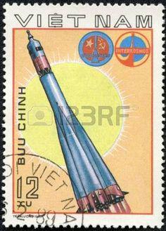 VIETNAM - CIRCA 1980 Un timbre imprim� au Vietnam montre SpaceStation Salut, le timbre de la s�rie honorant programme Intercocmos, vers 1980 photo