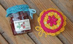 Anleitung: <b>Marmeladenglashäubchen häkeln</b> Selbstgemachte Marmelade ist ein tolles Mitbringsel. Um das Glas aufzuwerten, solltest du ein dekoratives Marmeladenglashäubchen häkeln. http://www.sockshype.com/anleitung-marmeladenglashaeubchen-haekeln/