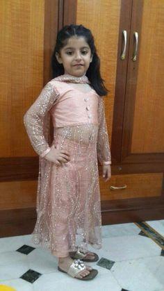 Girls Frock Design, Baby Dress Design, Kids Frocks Design, Baby Frocks Designs, Frocks For Girls, Little Girl Dresses, Girls Dresses, Kids Dress Wear, Kids Gown