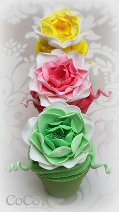 flowerpot #cupcakes by Coco's Cupcakes Camberley www.findiforweddings.com