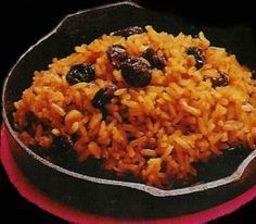 ARROZ CON COCO - The coconut rice is a typical dish on the caribbean coast of colombia. Cooked in coconut milk, it gets a sweet touch. Plato Recipe, Vegetarian Recipes, Cooking Recipes, Healthy Recipes, Couscous, Arroz Biro Biro, Columbia Food, My Colombian Recipes, Colombian Dishes