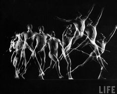 Gjon Mili, Multiple exposure of a young girl skipping rope, 1941 Sequence Photography, Movement Photography, Old Photography, Figure Photography, Photography Lessons, Photography Tutorials, Gjon Mili, Multiple Exposure, Double Exposure