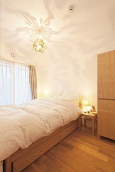 シングルベッドを主役級にするベッドルームメイキングの秘訣|SUVACO ... リフォーム・リノベーション会社:株式会社 夢工房「広いLDKで寛ぐ、フレンチ