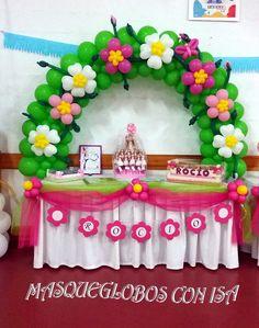 """Arco con flores para decorar una mesa de comunión. El tema sería """"JARDIN"""""""