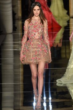 Zuhair Murad Frühjahr/Sommer 2016 Haute Couture - Fashion Shows Zuhair Murad, Style Haute Couture, Spring Couture, Fashion Show Dresses, Couture Dresses, Dress Fashion, Fashion Fashion, Trendy Fashion, High Fashion