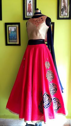 #MOHHO by A&N #EVENINGpartyWEAR #OCCASIONALwear Lehenga Gown, Anarkali Dress, Simple Dresses, Beautiful Dresses, New Kurti Designs, Indian Look, Trendy Collection, Pakistani Outfits, Indian Designer Wear
