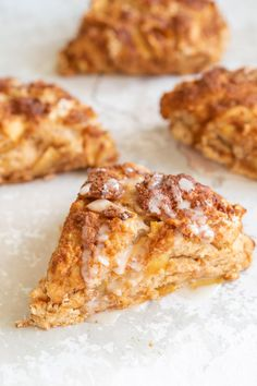 Crisp Apple Scones with no added refined oil and no… Vegan Apple Cinnamon Scones! Crisp Apple Scones with no added refined oil and no coconut milk! Healthy Vegan Dessert, Vegan Dessert Recipes, Vegan Sweets, Vegan Foods, Whole Food Recipes, Low Fat Vegan Recipes, Vegan Baking Recipes, Fall Recipes, Apple Scones
