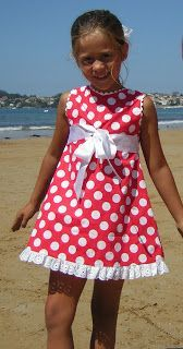 Vistiendo a tres.: Un deseo...que se pare el tiempo... Smocking Tutorial, Girl Fashion, Fashion Dresses, Girl Closet, Girls Dresses, Summer Dresses, Baby Sewing, Baby Dress, Sewing Patterns