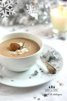 Velouté de châtaignes. Onctueux, gourmand et réconfortant, rien de meilleur qu'un bon velouté aux châtaignes pour se réchauffer !. La recette par La gourmandise selon Angie.