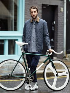 To know more about H&M, Brick Lane Bikes Brick Lane Bikes, visit Sumally, a social network that gathers together all the wanted things in the world! Featuring over 13 other H&M, Brick Lane Bikes items too! Bici Retro, Velo Retro, Velo Vintage, Retro Bikes, Vintage Bicycles, Urban Bike, Urban Cycling, Brick Lane, Chambray