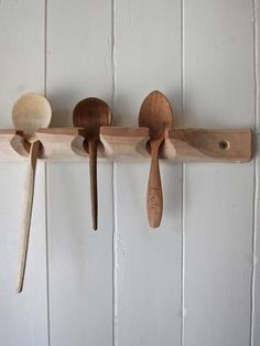 Hand carved wooden spoons by Barn the spoon Spitalfields Green Woodworking, Woodworking Projects, Carved Spoons, Diy Cutting Board, Wood Spoon, Wood Tools, Wooden Kitchen, Wood Furniture, Kitchen Furniture
