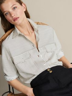 Elegant women's shirts and blouses for at Massimo Dutti. Silk, pleated, button-up, floral or striped blouses and shirts; Casual Outfits, Fashion Outfits, Color Block Sweater, Summer Shirts, Shirt Blouses, Women's Shirts, Women Wear, Clothes For Women, Lady