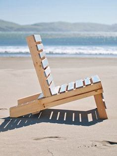 COLLAPSIBLE PALLET DECK CHAIR