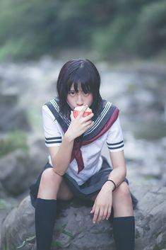 (2/3) 【写真】中学生に見えないタイとドイツのクォーター美少女「らるむ」さんがセーラー服で水遊び - KAI-YOU.net
