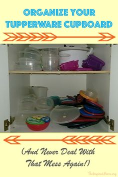 Take a few minutes out of your day to finally tackle that mess of a cupboard: Organize your Tupperware and live a happy life! Plastic Cupboard, Tupperware Organizing, Lid Organizer, Painted Trays, Life Organization, Happy Life, Bathroom Medicine Cabinet, Cleaning Hacks, Are You Happy