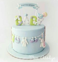 Original baby shower cakes Today I want to share with you a very complete gallery with different very original cake designs that you can use for your baby Torta Baby Shower, Baby Shower Pasta, Baby Shower Cakes For Boys, Baby Boy Shower, Fondant Baby, Fondant Cakes, Cupcake Cakes, Cupcake Wrappers, Baby Cakes