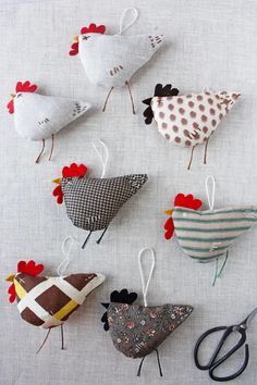 Felt Crafts, Easter Crafts, Christmas Crafts, Fabric Birds, Fabric Scraps, Sewing Patterns Free, Free Sewing, Sewing Kit, Sewing Crafts