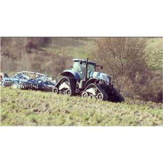 """Il Consorzio Agrario di Siena è """"Innovazione e ricerca"""": trattori a guida satellitare per concimazioni mirate a basso impatto ambientale;sistema georeferenziato da GPS che consente di regolare la distribuzione dei fertilizzanti in base allo stato della coltura nelle varie zone dell'appezzamento. https://www.youtube.com/watch?v=mMohyaE6Rm8 #siena #aroundsiena #igerstoscana #igers_siena #igersitalia #instaitalia #visittuscany #visitsiena #igers #igerssiena #ig_toscana #toscana"""