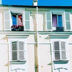 Maledetta primavera  . . . . . #paris #paris18 #montmartre #spring #blue #bluesky #sky #windows #picoftheday #places