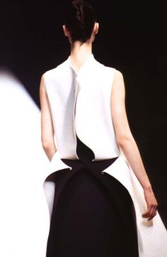 Fashion details | Comment: Shape & Form.  1970s-1990s The Japanese Avant-garde - the Fashion Spot