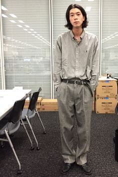 『軽さや抜け感をコーディネートに取り入れたいとき、よく「クロ … Korean Fashion Men, Japanese Street Fashion, Tokyo Fashion, Office Fashion, European Dress, Mix Style, Fashion Brands, Cool Outfits, Menswear
