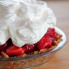 Strawberry Pretzel Pie @keyingredient #pie