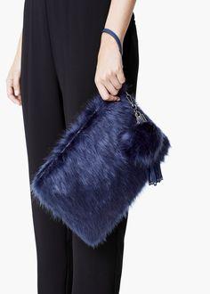 Pochette texture fourrure - Sacs pour Femme | MANGO - en bleu marine