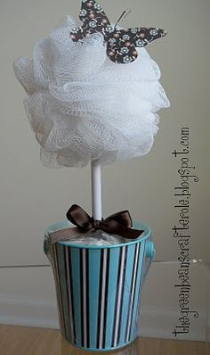 18 Bath and Beauty Home Made Gifts {recipe how to}- This one has a bath loofah on top for the topiary gift idea DIY - Tip Junkie Cheap Christmas Gifts, Homemade Christmas, Christmas Crafts, Xmas, Diy Christmas Gifts For Coworkers, Food Gifts, Craft Gifts, Diy Gifts, Homemade Beauty Recipes