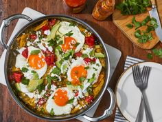 Chilaquiles with Tomatillo Salsa and Fried Eggs Mexican Dishes, Mexican Food Recipes, Vegetarian Recipes, Cooking Recipes, Ethnic Recipes, Brunch Recipes, Breakfast Recipes, Breakfast Club, Fresh Lime Juice