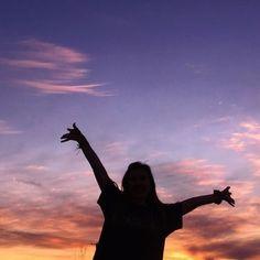 65 ideas sunset photography girl silhouette for 2020 Silhouette Photography, Shadow Photography, Girl Photography Poses, Tumblr Photography, Sunset Photography, Teenage Girl Photography, Abstract Photography, Sunset Girl, Pastel Sunset