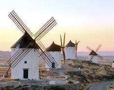 Iconos españoles: molinos de Consuegra. Precioso lugar a visitar desde Villa Nazules Hotel Hípica Spa