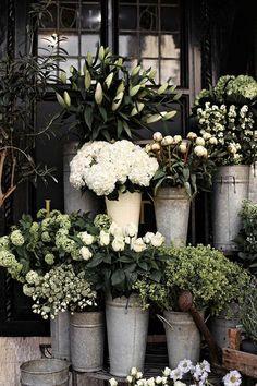 Foto hiasan & buket bunga pernikahan oleh Indah Flower