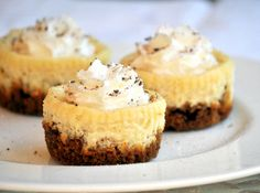 Mini Lemon cheesecakes with gingersnap Crust. Just pulled these out of the oven and they smell dellllish (Gingerbread Mini Muffin) Cheesecake Crust, Lemon Cheesecake, Cheesecake Recipes, Dessert Recipes, Mini Desserts, Just Desserts, Delicious Desserts, Yummy Treats, Sweet Treats