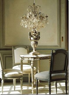 love the Gustavian grey, the composition & setting