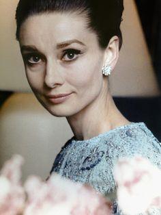 【ELLE】「他者を優先しないのは、恥ずべきことでした」 美しい人は言葉もきれい。オードリー・ヘップバーンの名言が心に響く理由 エル・オンライン