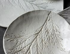 Air Dry Clay Projects 5 DIY Ideas 2019 These dishes look like they were purchased from a high-end store but they were actually made from inexpensive air-dry clay. The post Air Dry Clay Projects 5 DIY Ideas 2019 appeared first on Clay ideas. Diy Air Dry Clay, Air Dry Clay Crafts, Clay Fairy House, Sculpey Clay, Clay Clay, Clay Texture, Clay Art Projects, Baking Clay, Clay Fairies