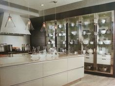 I love the cabinets! Kitchen Wall Units, Glass Kitchen, Beach House Kitchens, Home Kitchens, Home Decor Kitchen, Kitchen Interior, Glass Cabinets, White Rooms, Modern Kitchen Design