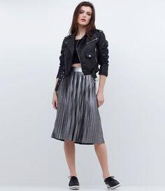 Jaqueta feminina  Em material sintético  Fechamento em zíper  Com bolsos  Marca: Blue Steel  Modelo veste tamanho: P     COLEÇÃO VERÃO 2017     Veja outras opções de    jaquetas femininas.