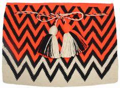 Wayuu Mochila Clutch Crochet Clutch, Crochet Handbags, Crochet Bags, Tapestry Crochet Patterns, Tapestry Bag, Fabric Rug, Crochet World, Boho Bags, Knitting Accessories