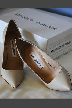Zapatos novia de Manolo Blahnik. Simplemente la perfección, para @Innovias, la definición del #zapato de #novia #princesa: clásico y elegante.