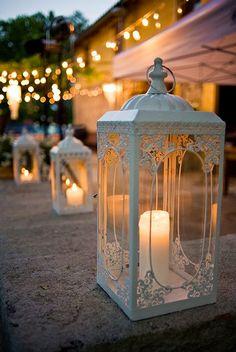 Lanterne all'aperto per creare atmosfera.