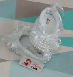 Sapato de Bebê Feminina com perolas                              …